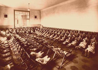 1934_riposo-nel-salone